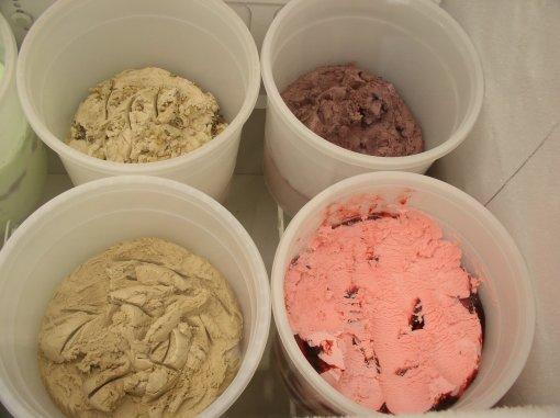 black raspberry sandpiper ice cream greenport ny tubs